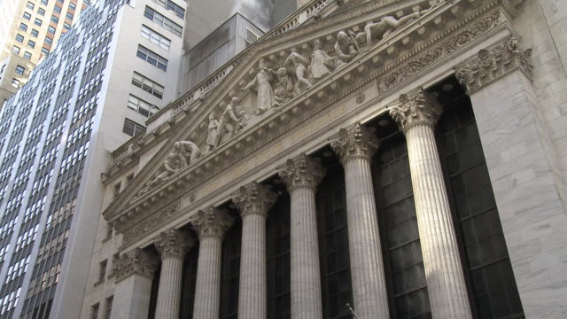 ws view of new york stock exchange / new york city new york usa - fronton bildbanksvideor och videomaterial från bakom kulisserna