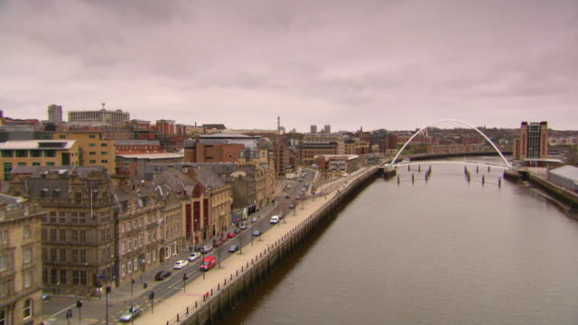 ws pan view of newcastle city center and river tyne / newcastle upon tyne, tyne and wear, united kingdom - newcastle upon tyne stock-videos und b-roll-filmmaterial