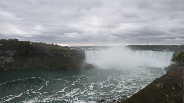 a view of niagara falls in ontario canada on october 8 2017 - cascate del niagara video stock e b–roll
