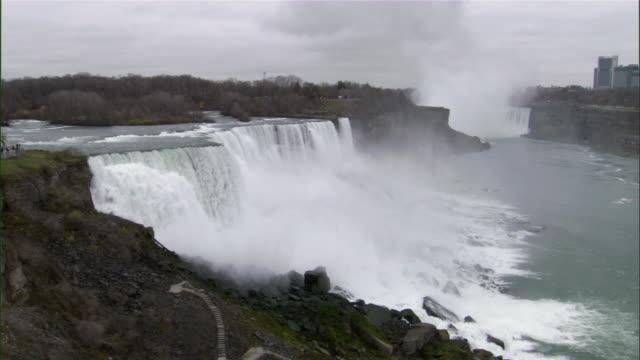 ws zo view of niagara falls / niagara falls city, new york, usa - niagara falls city bundesstaat new york stock-videos und b-roll-filmmaterial