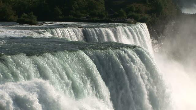 vídeos de stock e filmes b-roll de view of niagara water fall in new york united states - rio niágara