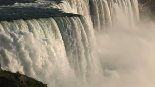 vídeos de stock e filmes b-roll de view of niagara waterfalls in new york united states - rio niágara