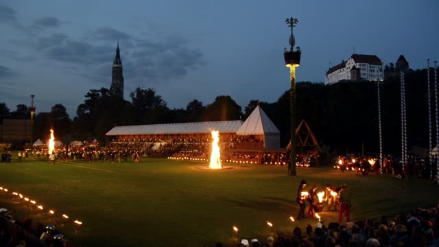ws view of night camp and burg trausnitz castle, medieval party showing marriage of 1475 / landshut, bavaria, germany - deutsche kultur stock-videos und b-roll-filmmaterial