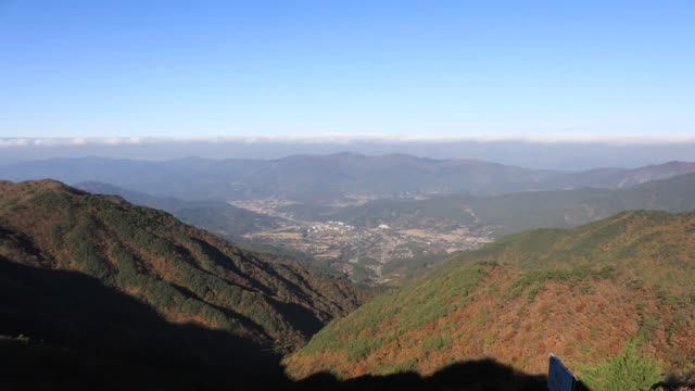 view of nogodan peak with maple trees in jirisan mountain(national park), gurye-gun - naturwunder stock-videos und b-roll-filmmaterial