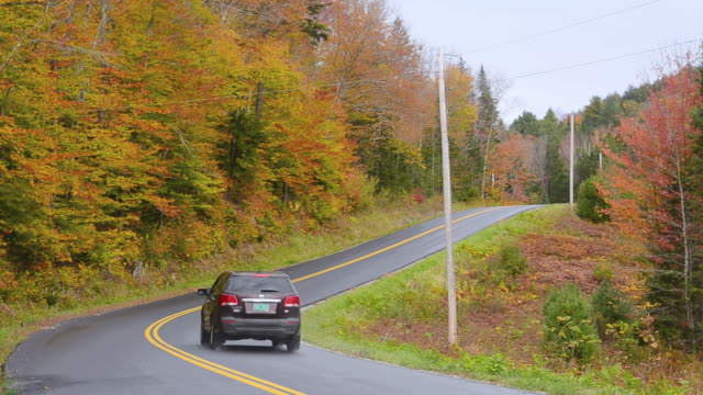 WS View of Northern mountains roads with cars traveling in fall foilage colors in beautiful fall colors / Vermont, United States