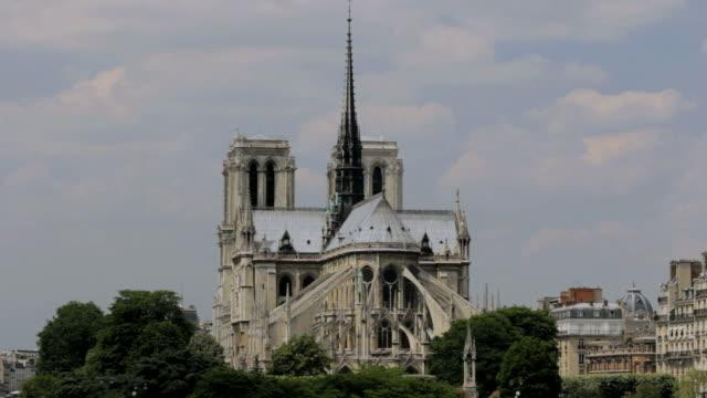 ws view of  notre dame de paris cathedral  /  paris city, paris, france - tornspira bildbanksvideor och videomaterial från bakom kulisserna
