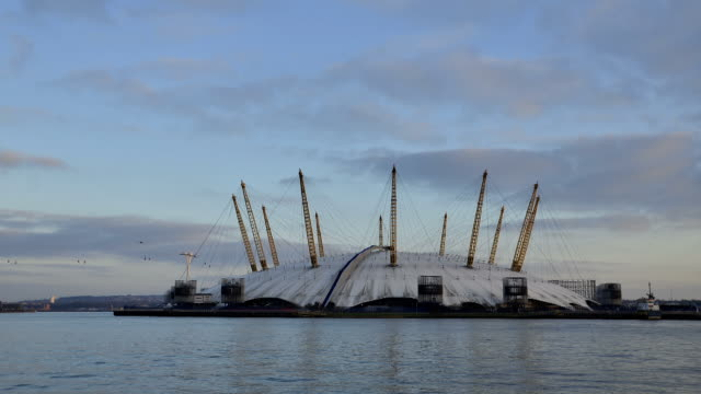 ws t/l view of o2 arena greenwich peninsula day to night river thames / london, greater london, united kingdom - dome stock videos & royalty-free footage