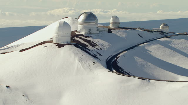 ws aerial view of observatory atop snow capped mauna kea volcano on big island / hawaii, united states - hawaii islands stock videos & royalty-free footage