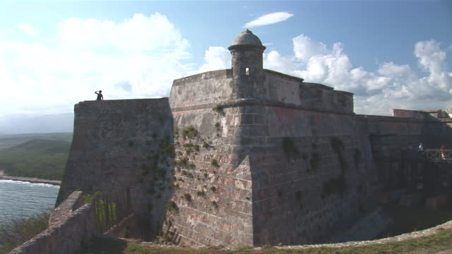 ws pan view of ocean to fort el morro / santiago de cuba city, santiago de cuba, cuba - fortress stock videos & royalty-free footage