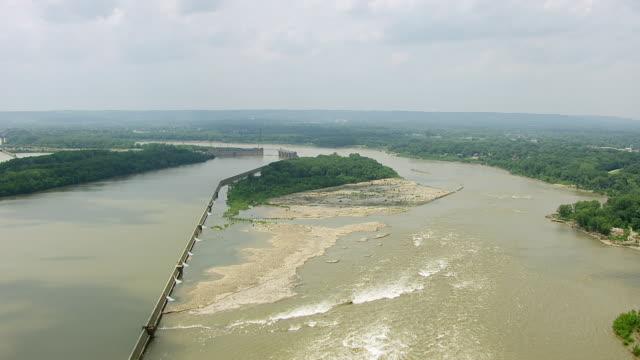 vídeos y material grabado en eventos de stock de ws aerial pov view of ohio river / clark county, indiana, united states - río ohio