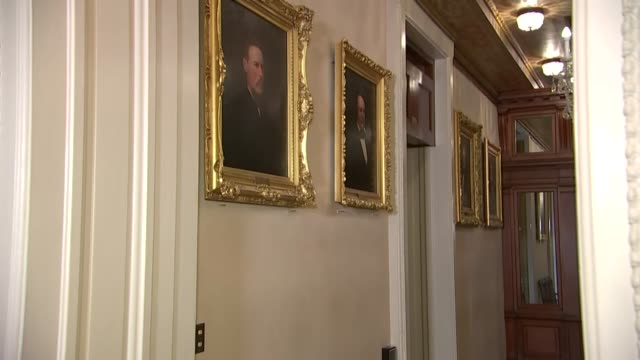 vidéos et rushes de view of oil paintings in the speaker's balcony of the capitol building outside the house chamber of nineteenth century house speakers robert mercer... - armée de l'union
