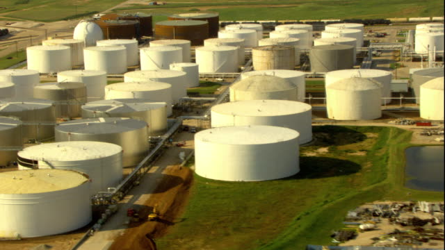 ws pov tu td aerial view of oil refinery industry / gilchrist, texas, usa - storage tank stock videos & royalty-free footage