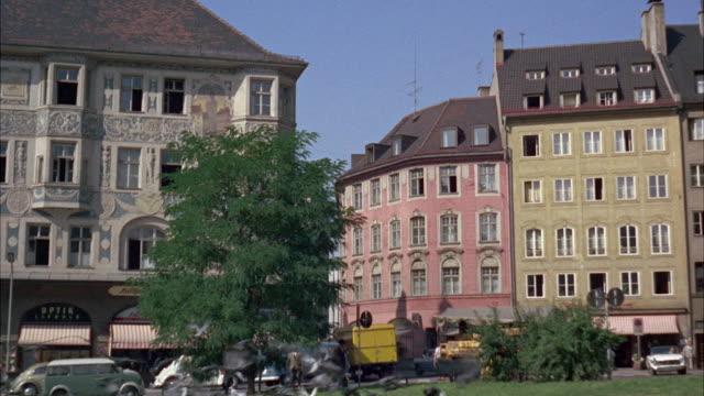 ms view of old buildings - kürzer als 10 sekunden stock-videos und b-roll-filmmaterial