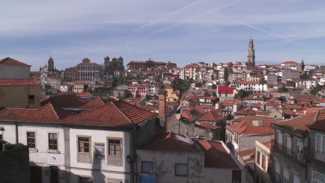 vídeos de stock, filmes e b-roll de  ws view of old city cathedral / porto, porto district, portugal - local religioso
