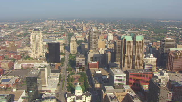 WS AERIAL View of Old Courthouse and Kiener Plaza / St Louis, Missouri, United States