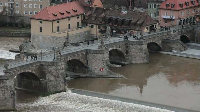 ws view of old main bridge and river / wurzburg, bavaria, germany - wurzburg stock videos and b-roll footage