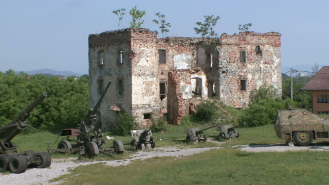 ws view of old military guns in ruined town / turanj, croatia - 五つ点の映像素材/bロール