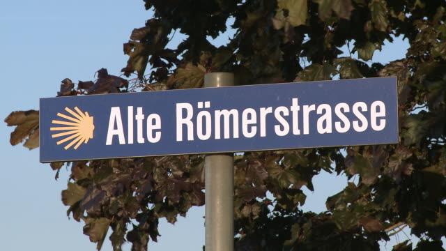 vídeos de stock, filmes e b-roll de cu view of old roman road street sign / bilizingen, saargau, rhineland-palatinate, germany - escrita ocidental