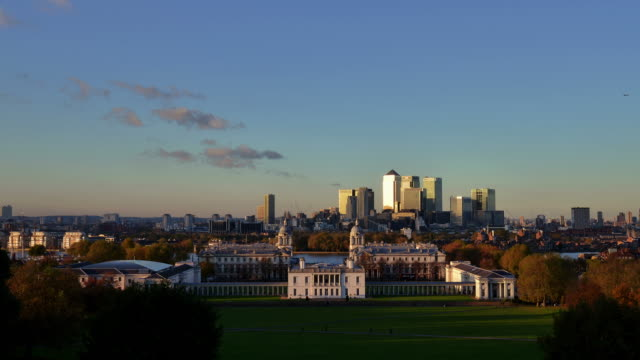 ws t/l view of old royal naval college king william walk greenwich day to night view canary wharf blue to night sky wispy clouds airplane lights / london, greater london, united kingdom - royal navy college greenwich stock videos & royalty-free footage