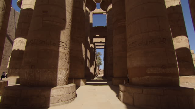 ms td view of old ruin columns in karnak temple / egypt - temples of karnak stock videos & royalty-free footage
