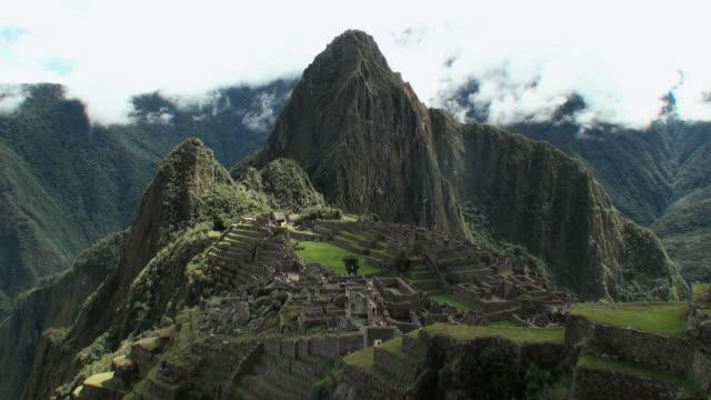 WS PAN View of old ruins and  mountains / Machu Picchu, Peru
