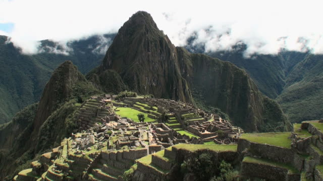 WS View of old ruins and  mountains / Machu Picchu, Peru
