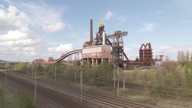 ws view of old steelworks with train tracks / uckange, lorraine, france - lorraine bildbanksvideor och videomaterial från bakom kulisserna