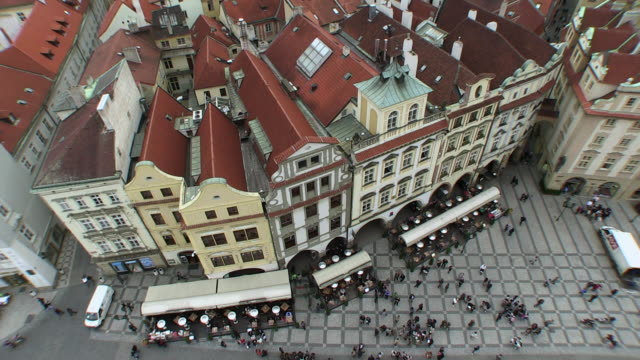 stockvideo's en b-roll-footage met ws view of old town square / prague, hlavni mesto praha, czech republic - praag oudestadsplein