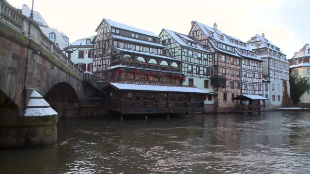 vídeos de stock e filmes b-roll de ms view of old town / strasbourg, alsace, france - estrasburgo