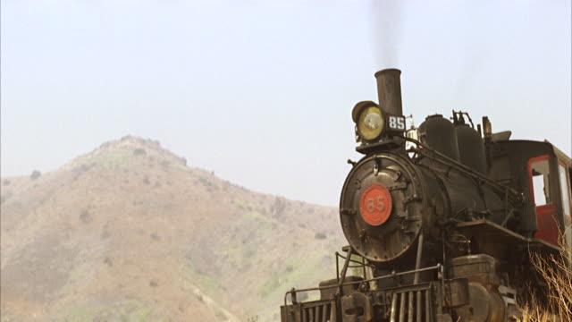 cu view of old very old engine train - zug mit dampflokomotive stock-videos und b-roll-filmmaterial