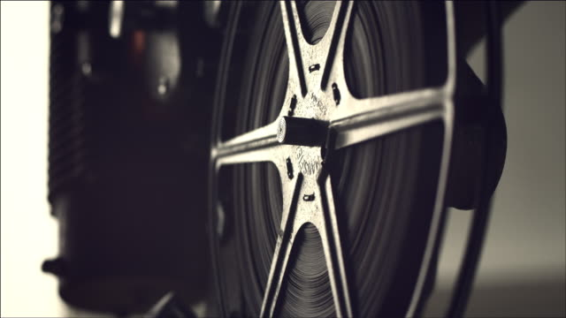 vídeos de stock e filmes b-roll de view of operating film projector - indústria cinematográfica