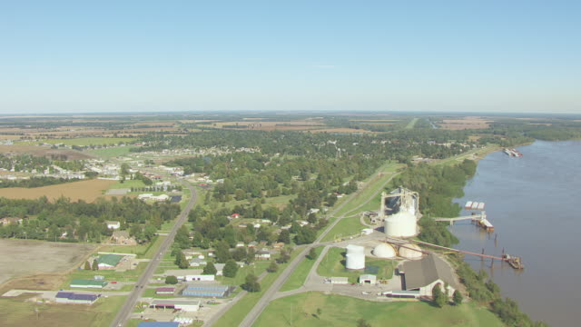 WS AERIAL TD View of orbit town and Mississippi River / New Madrid, Missouri, United States