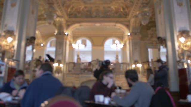 vídeos de stock, filmes e b-roll de view of ornate interior of new york cafe, budapest, hungary, europe - cultura húngara