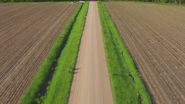 WS AERIAL TU View of Over dirt road to reveal road to horizon west of Grand Island / Nebraska, United States