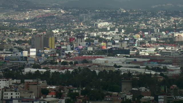 vídeos y material grabado en eventos de stock de view of overpopulation in mexico city. - explosión demográfica
