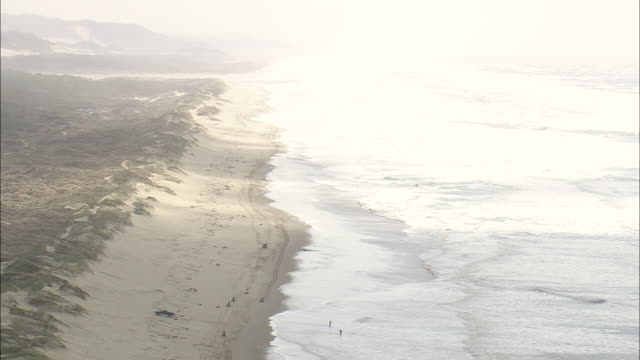 ws aerial view of pacific coast / oregon, united states - pazifikküste stock-videos und b-roll-filmmaterial