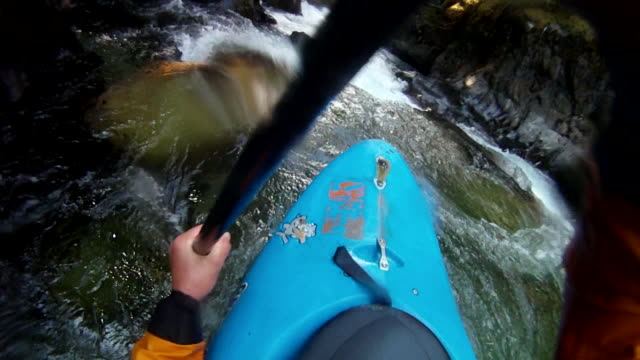 pov view of paddler descending turbulent mtn river - kajakdisziplin stock-videos und b-roll-filmmaterial