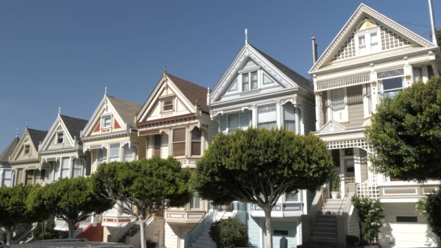 stockvideo's en b-roll-footage met view of painted ladies in alamo square, san francisco, california, united states of america, north america - san francisco california