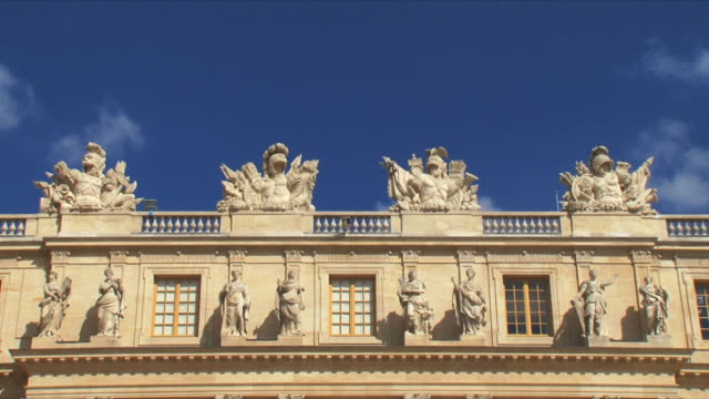 ms view of palace exterior / versailles, ile de france, france - chateau de versailles stock videos and b-roll footage