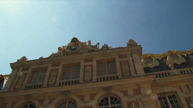 ws pan view of palace exterior / versailles, ile de france, france - chateau de versailles stock videos and b-roll footage