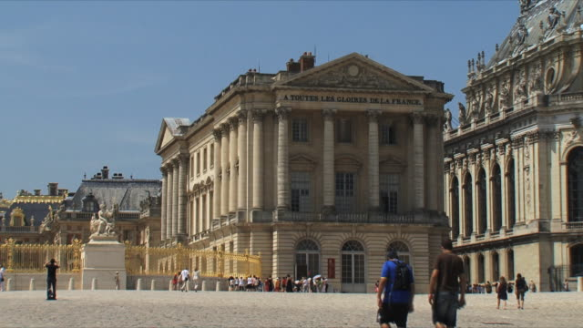 ws view of palace exterior / versailles, ile de france, france - chateau de versailles stock videos and b-roll footage