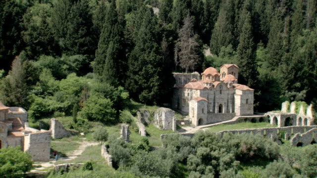 vídeos de stock, filmes e b-roll de ws aerial view of palace in mistras and mystras old city / sparti, laconia, mystras, peleponnesus, peloponnese, greece - durability