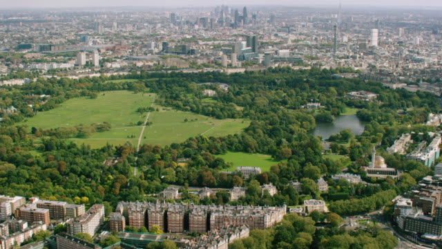 WS AERIAL POV ZI View of Palace with city / London, England, United Kingdom