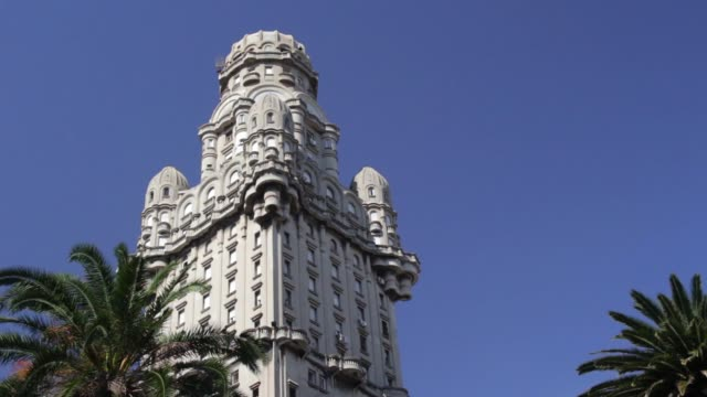 view of palacio salvo (salvo palace), montevideo, uruguay - モンテビデオ点の映像素材/bロール