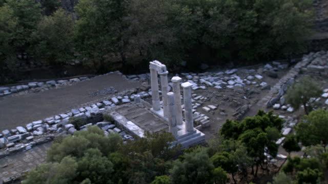 vidéos et rushes de ws aerial view of paleopoli ancient city / samothrace, samothraki, north aegean islands, greece - archéologie