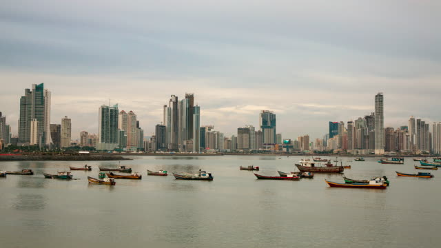 ws t/l view of panama city skyline and harbor with small boats / panama - パナマ点の映像素材/bロール