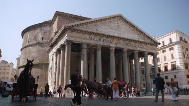 WS View of Pantheon roman temple / Rome, Italy