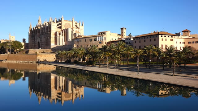 WS View of Parc de la Mar and Catedral La Seu / Palma de Mallorca, Mallorca, Balearic Islands, Spain
