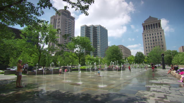 ws view of park fountain / st louis, missouri, united states - st. louis missouri stock videos & royalty-free footage