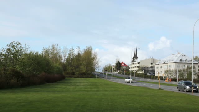 ws pan view of park near road langahlid  /  reykjavik , iceland. - privatfahrzeug stock-videos und b-roll-filmmaterial